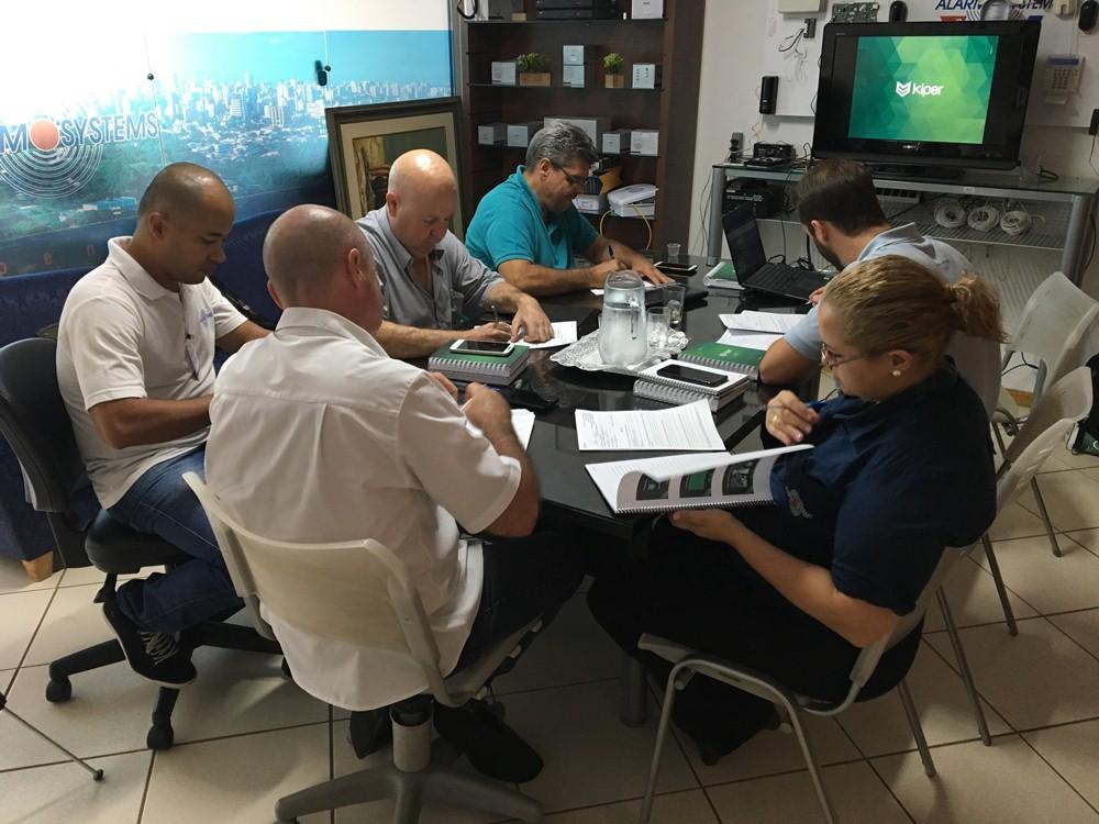 Profissionais da Alarm Systems estão preparados para oferecer o sistema Kiper