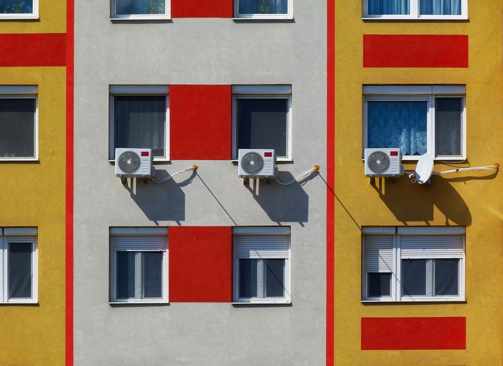 Ar-condicionado na fachada do prédio: quais são as regras?