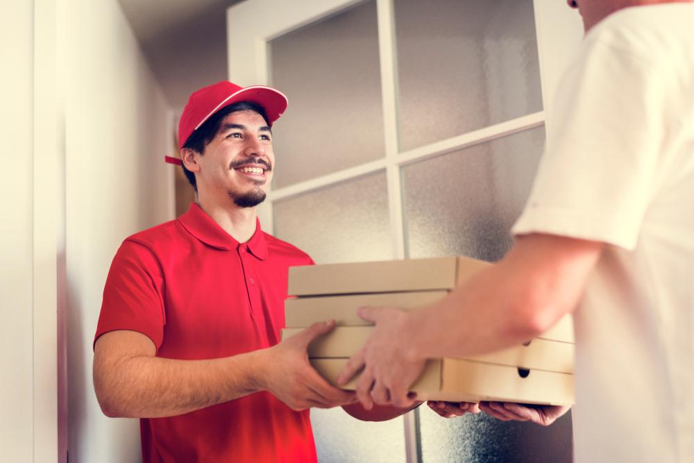 Como ficam os serviços de delivery em condomínios com portaria remota?